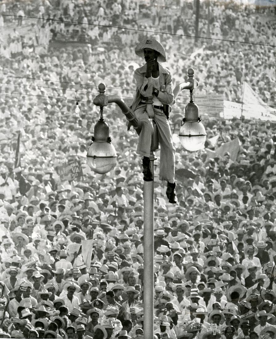 El Quijote de la Farola, Plaza de la Revolución, La Habana, Cuba, 1959, Alberto KORDA. © ADAGP, Paris, 2016