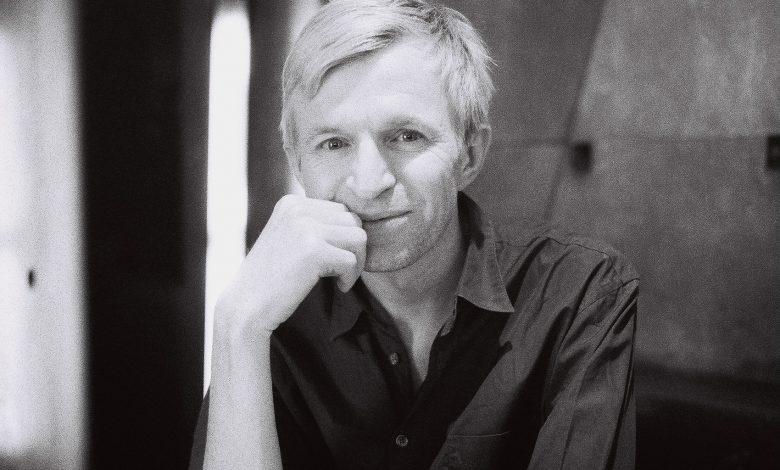 Photo of Jay-Jay Johanson : J'étais l'archétype du timide vivant dans un monde de fantasmes – Interview
