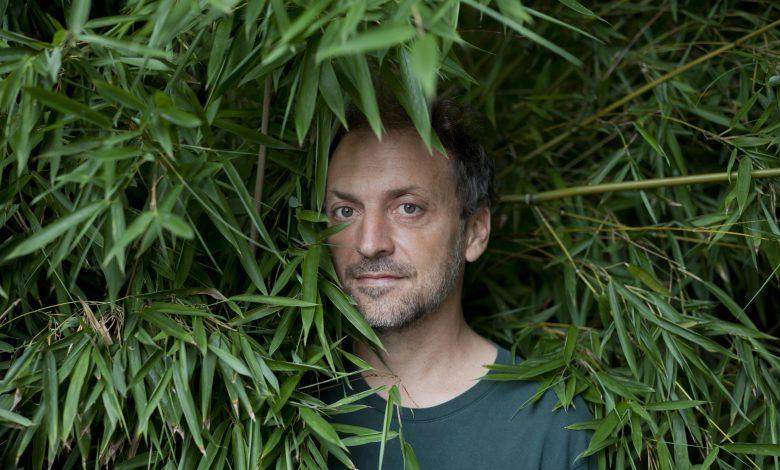 Photo of 5 avril : 2005, Sortie de «Michel» de Mathieu Boogaerts