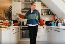 Photo of Hervé se donne «si bien du mal» dans son nouveau clip !