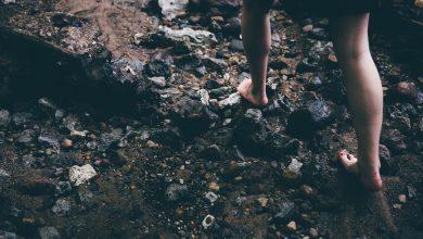 Photo de «Une fille aux pieds nus» d'Olivier Paquet