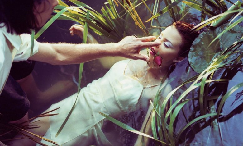 Photo de 2 octobre : 1995, sortie du single «Where The Wild Roses Grow» de Nick Cave and the bad seeds & Kylie Minogue